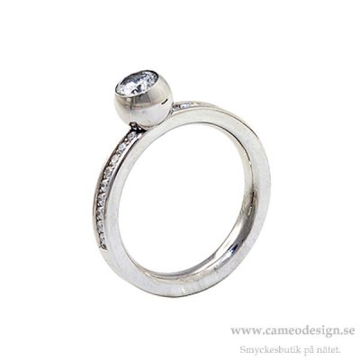 INGNELL JEWELLERY - LINA CENTRE STONE RING STEEL